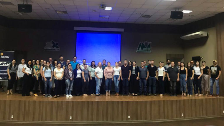 Gestores do sudoeste paranaense recebem capacitação sobre o Siconv em Francisco Beltrão